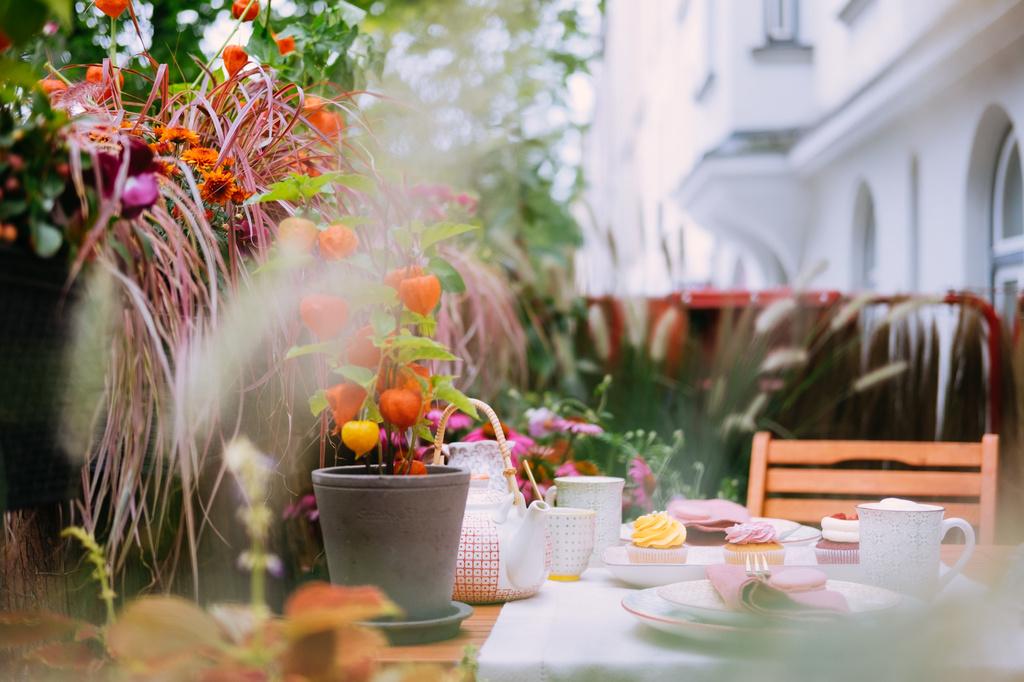 Tuinieren Op Balkon : Rent a balcony nazomers balkon geluk in duitsland bloemenbureau